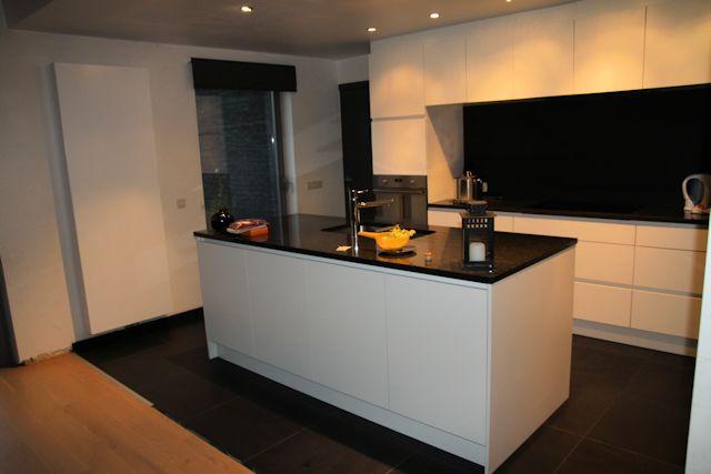 Keuken Antraciet Mat : Witte laminaat, muurbekleding mat glas antraciet